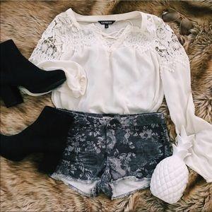 Gray floral pattern denim distressed jean shorts